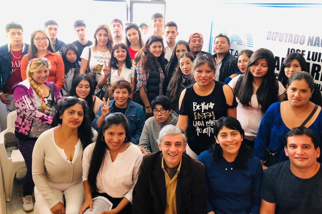 """Martiarena con integrantes de la Juventud Peronista """" Juan Doningo Peron"""""""