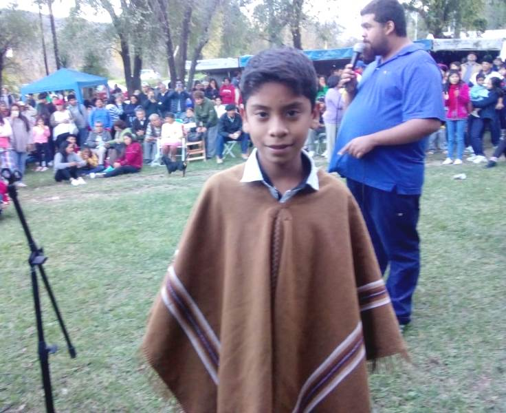 Lautaro Tolaba en el feria del pan casero en Yala