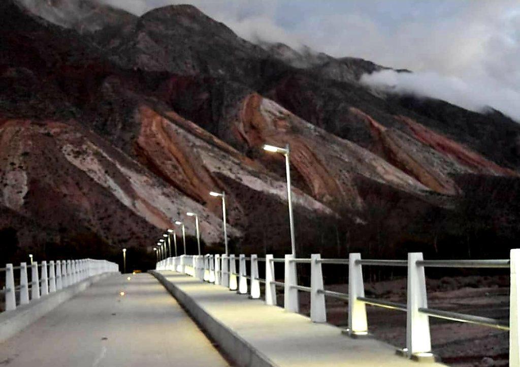Iluminación del nuevo puente en la localidad
