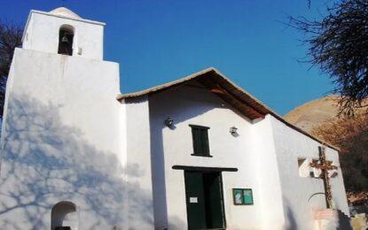 Vacaciones en Purmamarca visitando la iglesia de Santa Rosa de Lima