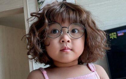 Adiós a los stickers de Rohee, la niña coreana de WhatsApp, por pedido de los padres